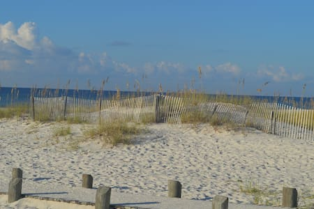 White Sandy Beaches Await Your Family- 2BR/2BA - Gulf Shores - Selveierleilighet