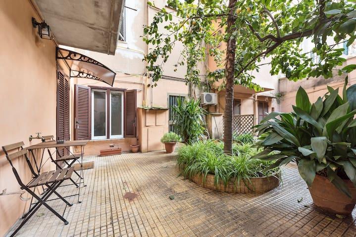 PIGNETO 18 Apartament in Rome with private garden