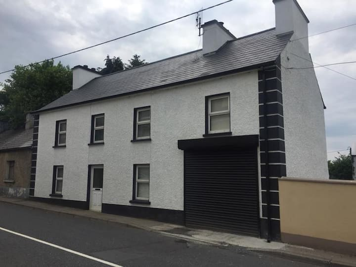 ★Newly renovated |near Irish Pub |7 mins to town ★
