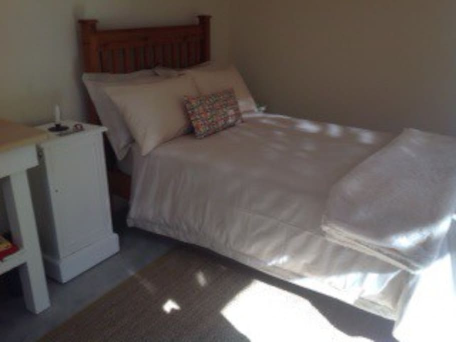 Three quarter bed with linen all provided