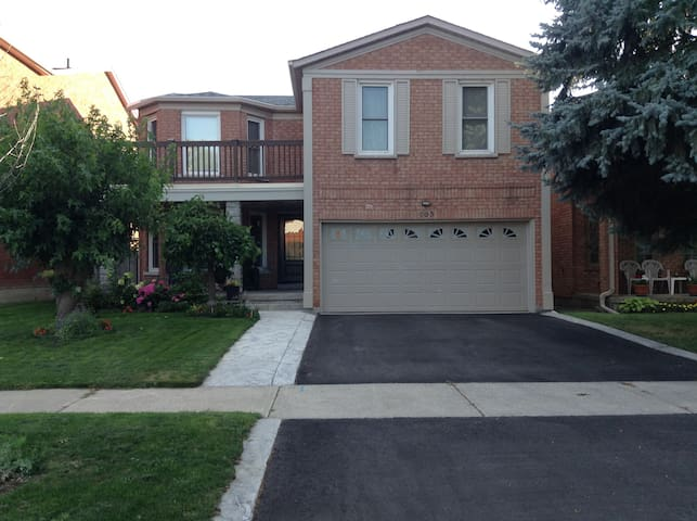 Private basement apartment in Thornhill