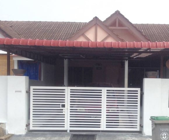 Mas Homestay. Clean, simple and cozy