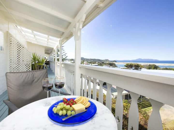 'The Beachcomber' B&B room at Mangawhai Lodge