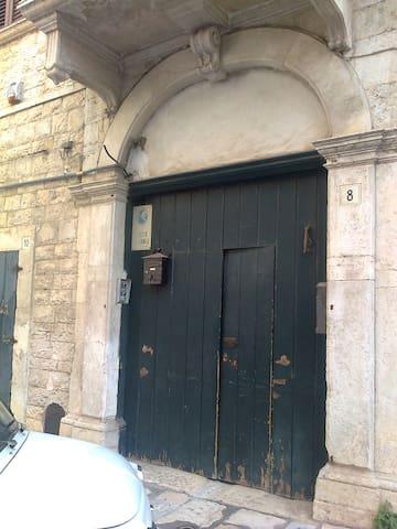 Tipica casa in pietra bianca pugliese - Terlizzi
