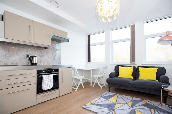 Modern 1 Bed Apartment in City Centre - 312