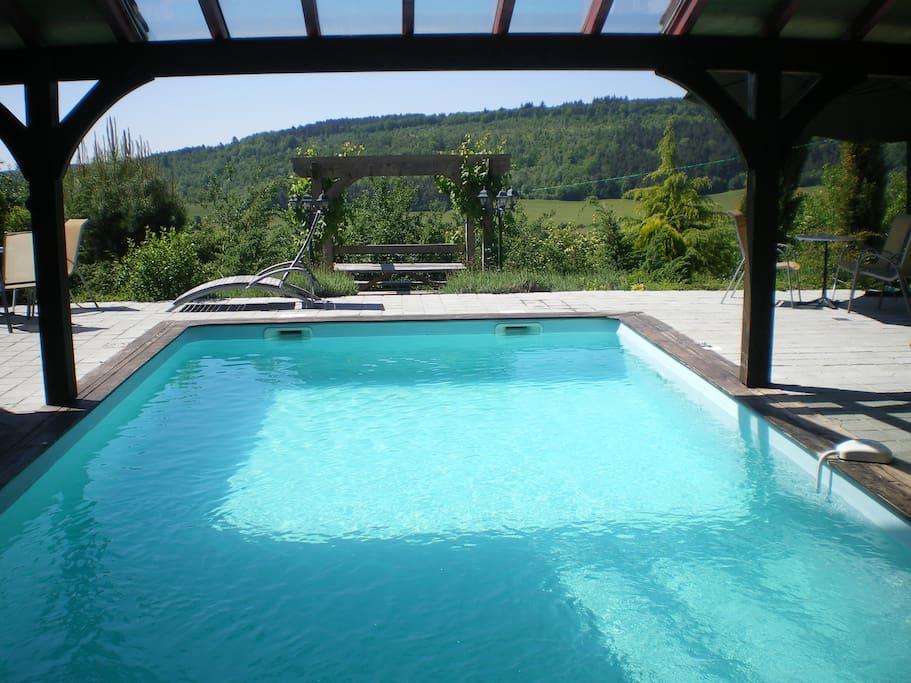 piscine semi couverte extérieure