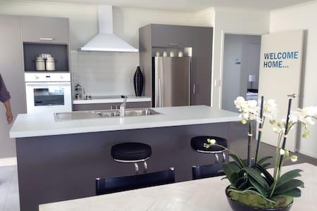 Affordable clean convenient modern - Hamilton - Casa