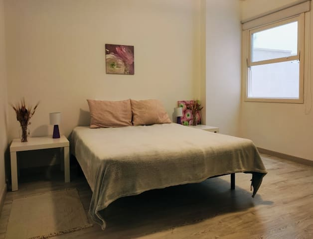 Comfortable king beds room City center near ocean