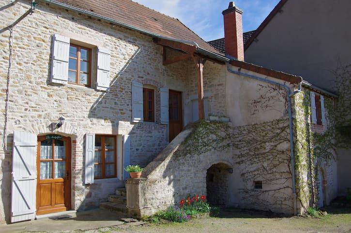 La Montgolfière - Moroges - House