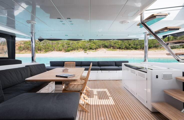 Luxury catamaran Lagoon 620 - Cruise