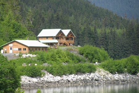 The Gathering Place Cabin 1, pet friendly - Haines - Cabana