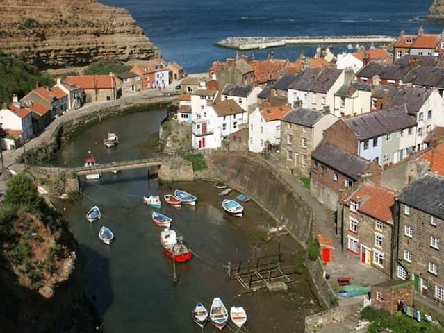 Charming rope maker's cottage - sleeps 6 plus baby - Staithes