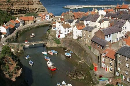 Charming rope maker's cottage - sleeps 6 plus baby - Staithes - Hus