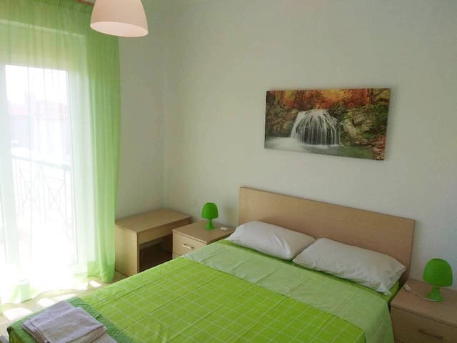 Flat / 2nd / 60s.m. / 5 beds / 6 persons