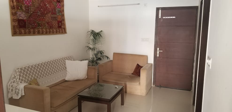 Long term - Extra Large Apartment Tapovan