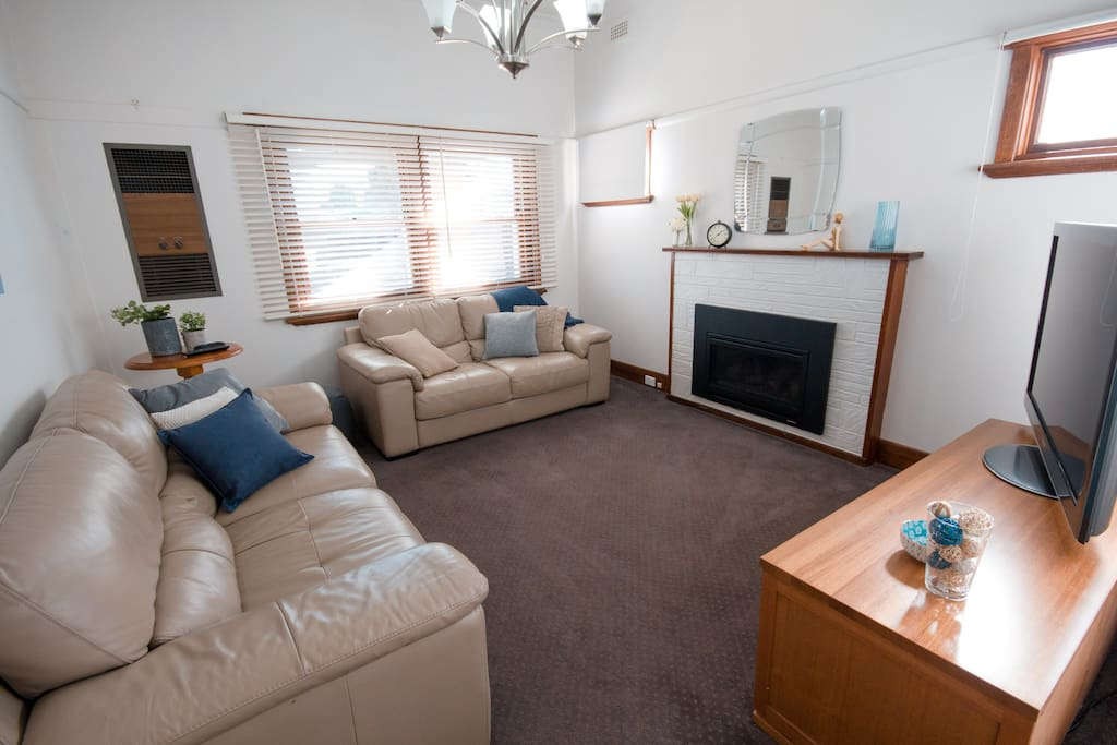 Murdoch 39 | Lounge Room | Wangaratta Accommodation