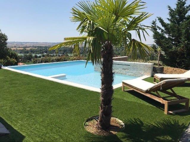 Maison magnifique 240 m2 avec piscine face au lac