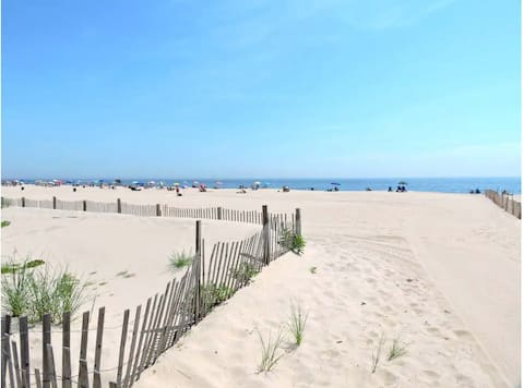 Amazing Location Just Steps from the Beach! 1st fl