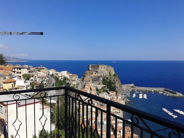 Bilocale a Scilla con balcone vista mare - Scilla - Apartamento
