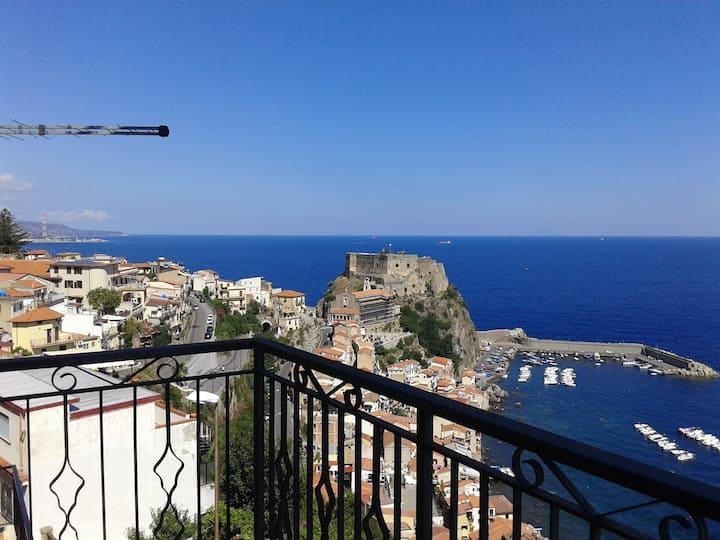 Bilocale a Scilla con balcone vista mare