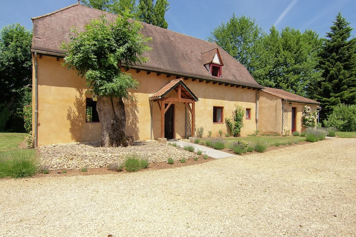 Charming Cottage with Pool in Vézac South of France