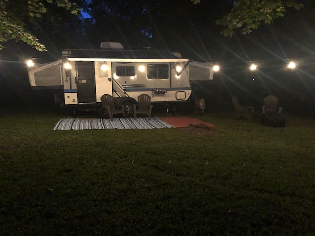 Cozy Camper in Heart of Stone Ridge