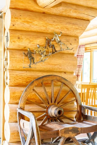 wagon wheel chair, very comfortable for solid wood, carved round seats