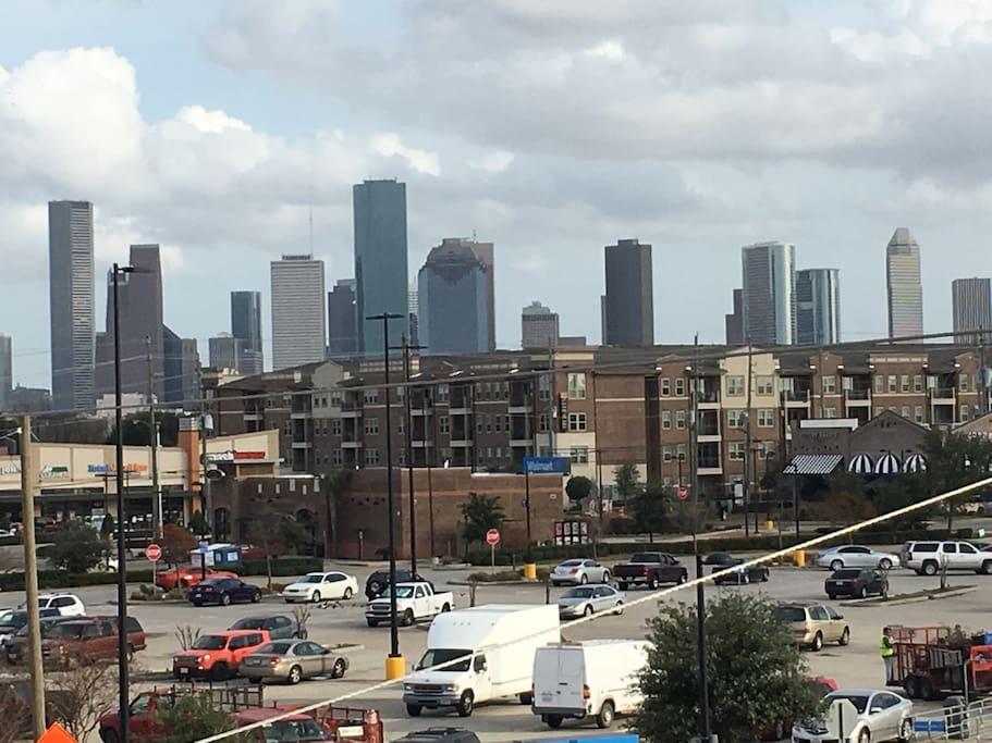 Downtown Houston. Washington street 5 min away (lots of bars / restaurants)