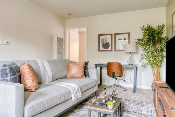 Furnished 1BR in Walnut Creek + Pool