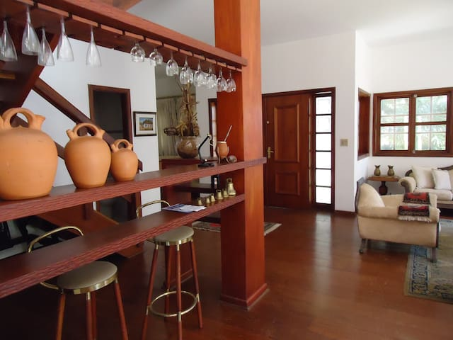 Ampla residência em condomínio fechado, única! - Pindamonhangaba - House