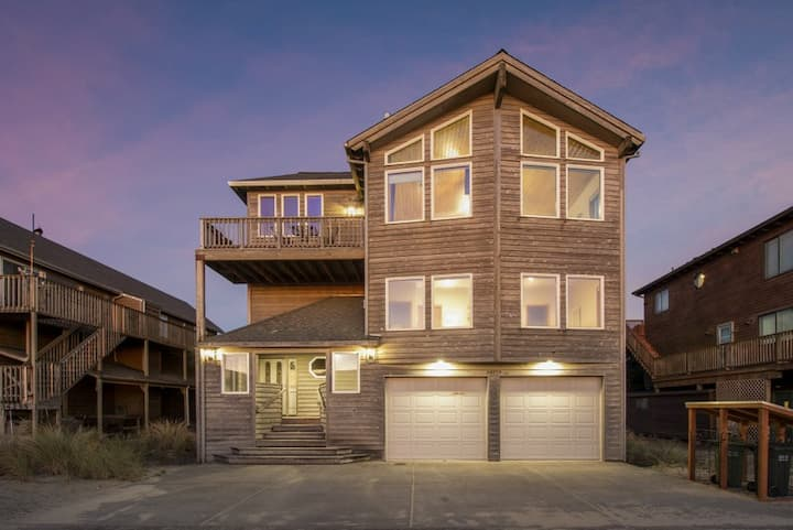 Silver Surfer #150 - Gorgeous Oceanview home across from beach