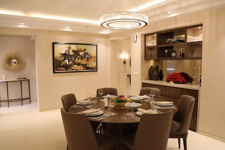 2200 SQFT LUXURIOUS FLAT IN DLF NTH