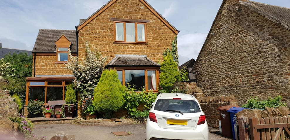 Beautiful North Cotswold cottage