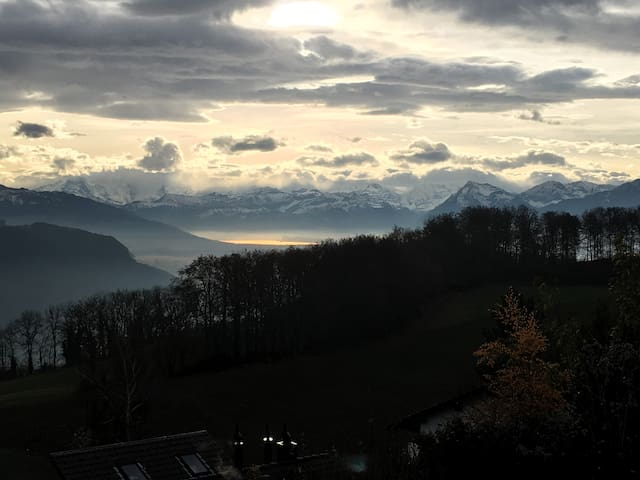 Sonne, Weite, Erholung und in der Nähe von Bern - Niedermuhlern - Haus