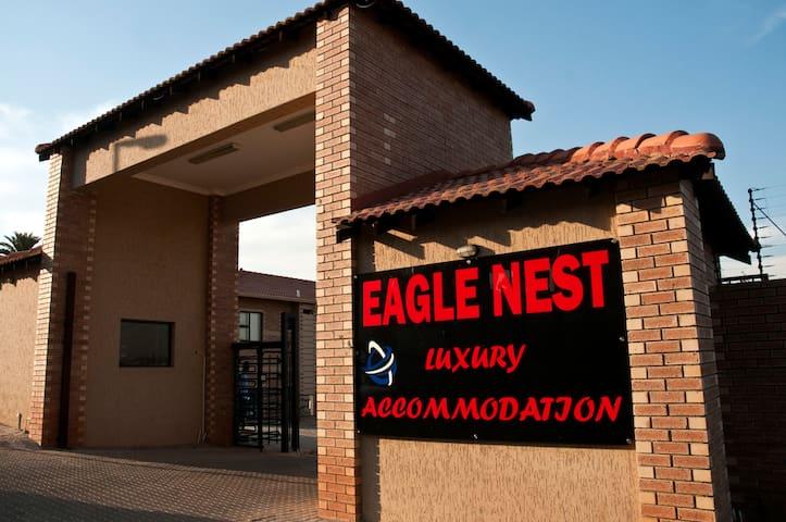 Eagle Nest Luxury Accommodation - Roodepoort - Roodepoort - Bed & Breakfast
