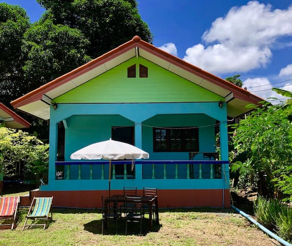 Blue bungalow 200 meters from the sea