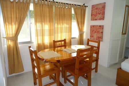 La Gayole, Studio Apartment on Mahe - Bel Ombre