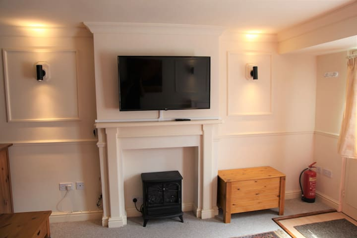 Spacious Studio Apartment Flat in Kenilworth