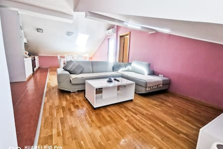 Nov trosoban apartman 90m² Centar, Japanski vrt