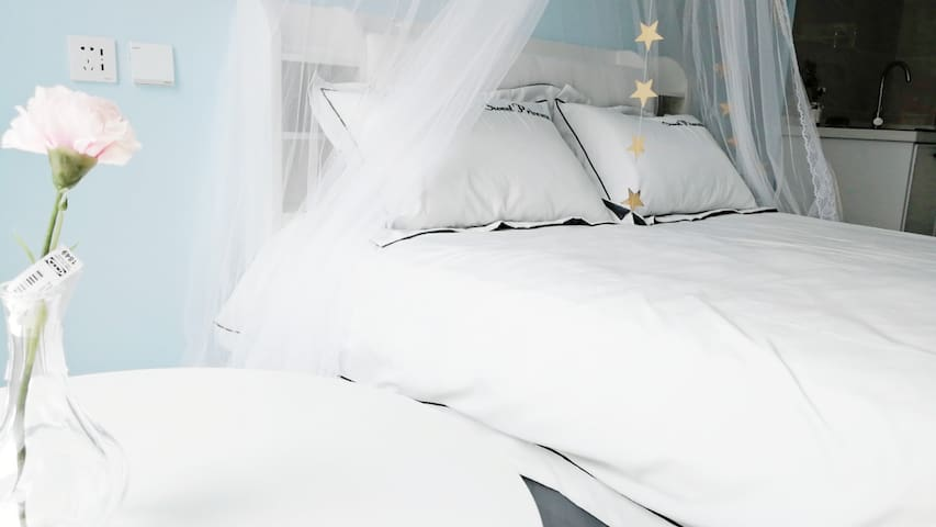开发区万达广场,ins网红风,直达发现王国和市内,浪漫床幔,海洋球毛毯