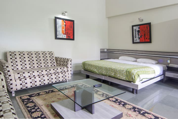 Kingsize Bedroom in Koregaon Park - Pune - Bed & Breakfast