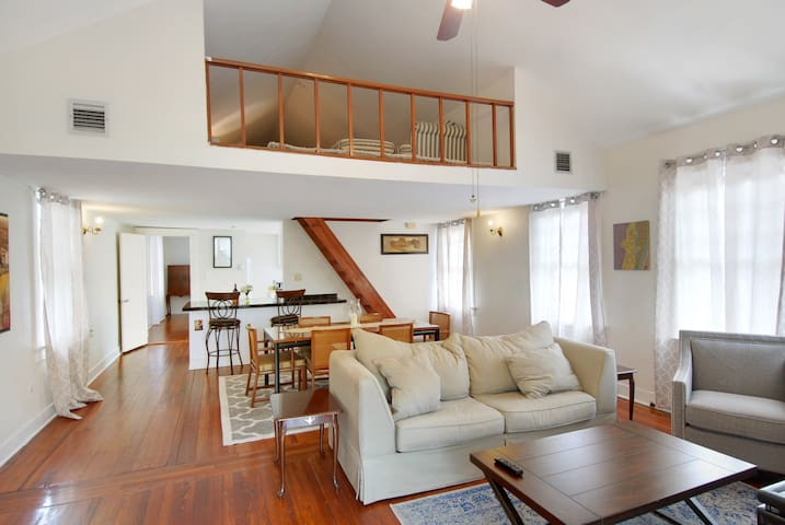 Steps to Streetcar Uptown  Sleeps 5 - New Orleans - Apartment