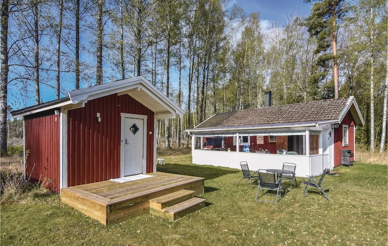 Holiday cottage with 2 bedrooms on 44 m² in Hammarö
