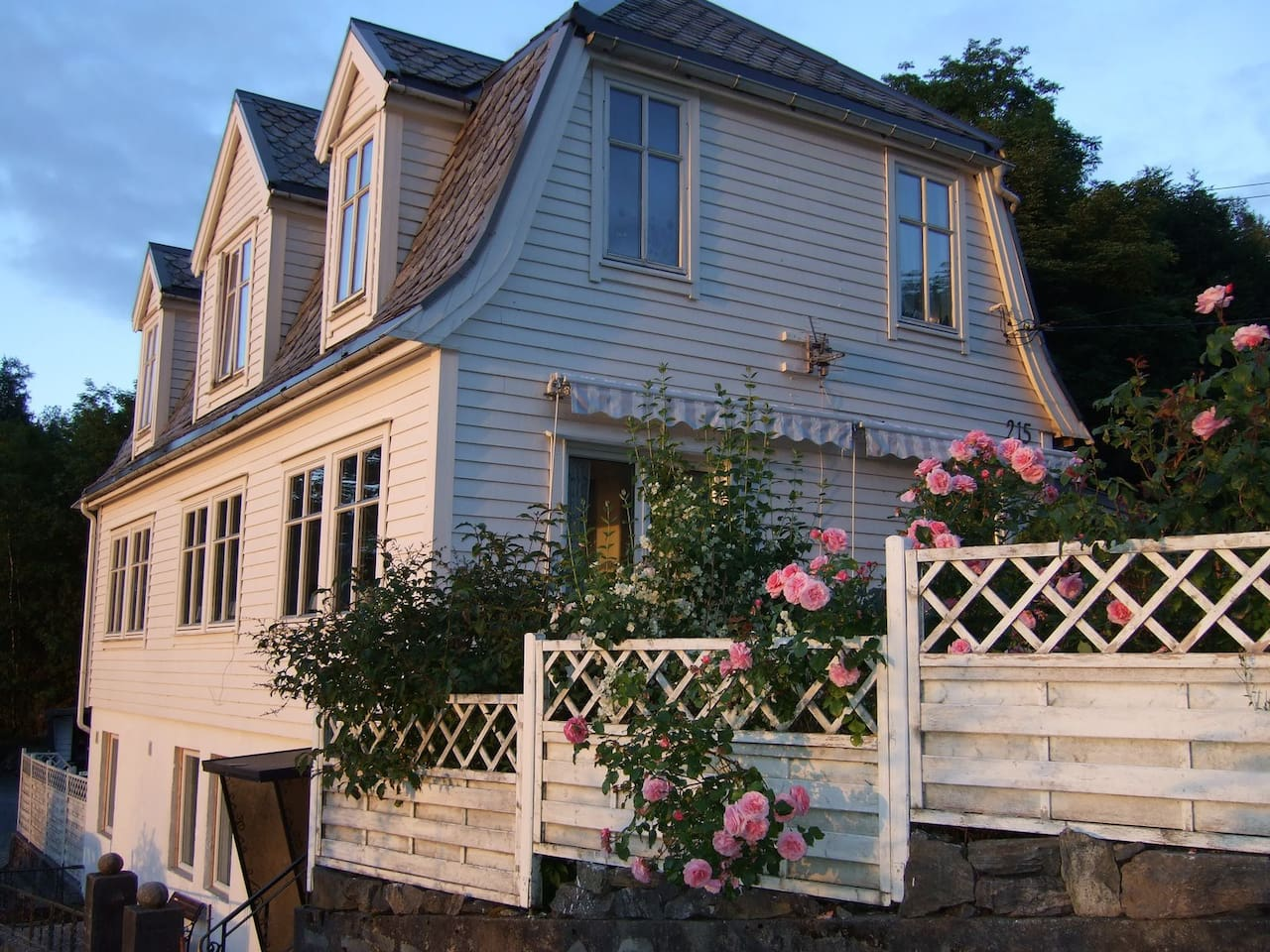 First floor apartment in historic house.    The main road used for transporting the mail between the major cities of Norway was established in the area as early as 1780. The house itself is build around 1910 and was a milk shop in the early 1920ies.