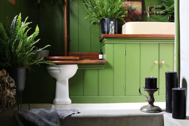 Spinks Nest - Luxury rustic boutique flint cottage