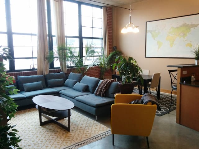 Modern 2 bdrm Loft with Rooftop pool