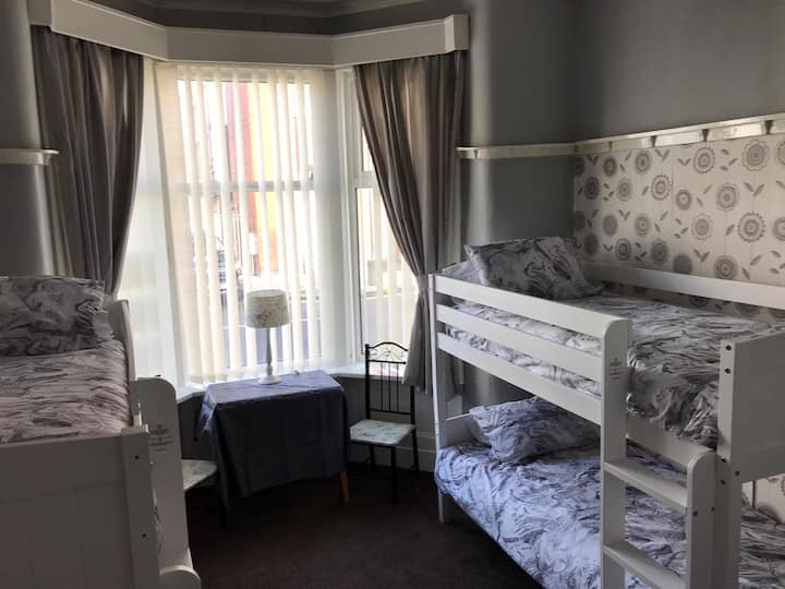 Westbournehouse hotel - 6 bed dormitory room