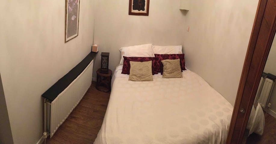 Country Cottage 30 minutes train from London