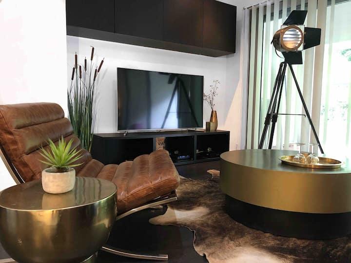 stylish loft midi center