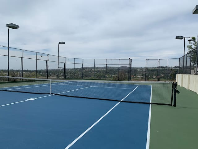 Private Tennis Court & Pool/Spa near Disneyland